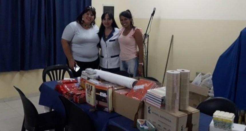 """DESARROLLO SOCIAL ENTREGÓ ÚTILES ESCOLARES A LA ESCUELA DE GESTIÓN SOCIAL N°13 """"PAPÁ FRANCISCO"""""""