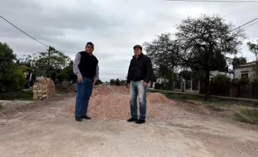 EL MUNICIPIO AVANZA CON RIPIADO Y BACHEO EN VILLA ÁNGELA