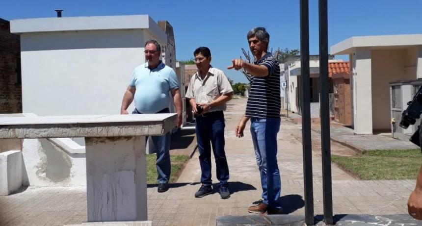 """MUNICIPIO REALIZA OBRAS DE REFACCIÓN EN EL CEMENTERIO LOCAL """"JUAN PABLO II"""""""
