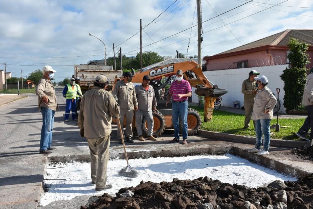 EL INTENDENTE PAPP DESTACÓ EL TRABAJO DE LOS MUNICIPALES EN LA REPARACIÓN DE 14 BACHES