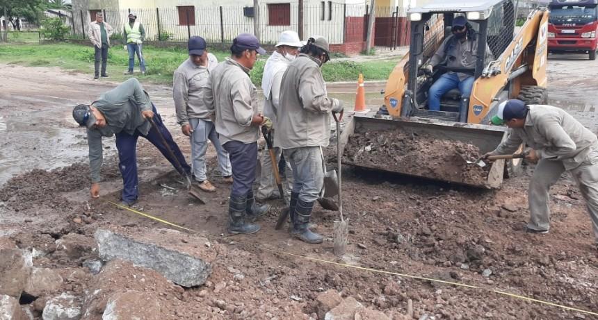 EL MUNICIPIO REPARÓ EL BACHE DE ESQUINA NEUQUÉN Y O'HIGGINS