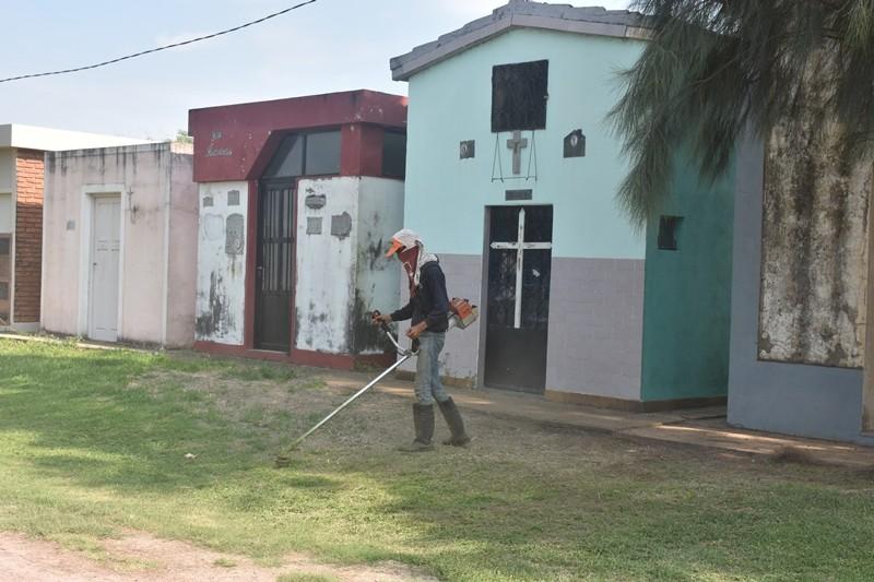 EL MUNICIPIO REALIZA MANTENIMIENTO EN EL CEMENTERIO JUAN PABLO II