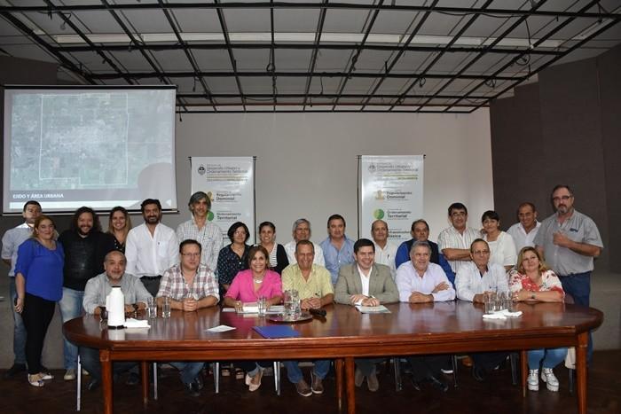 PAPP Y EL MINISTRO MONZÓN PRESENTARON LA LEY 7005 DE REGULARIZACIÓN DE INMUEBLES URBANOS EN VILLA ÁNGELA
