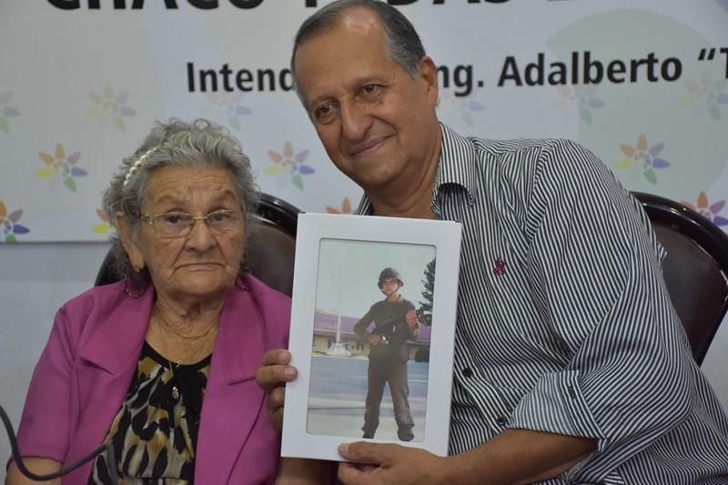 EMILIA FERNÁNDEZ RELATÓ EL DÍA EN QUE VISITÓ LA TUMBA DE SU HIJO, EL SOLDADO ROBERTO LUIS FERNÁNDEZ