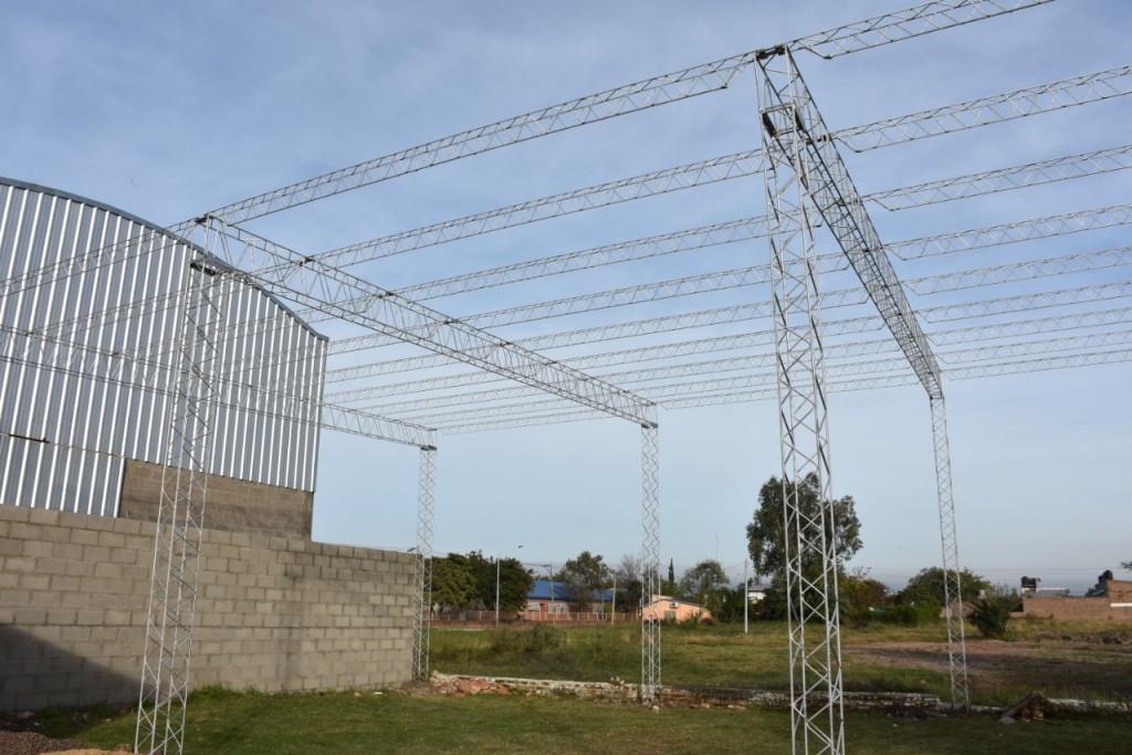 EL MUNICIPIO COMENZÓ LA CONSTRUCCIÓN DEL TINGLADO PARA LA ASOCIACIÓN DE VETERANOS DE MALVINAS
