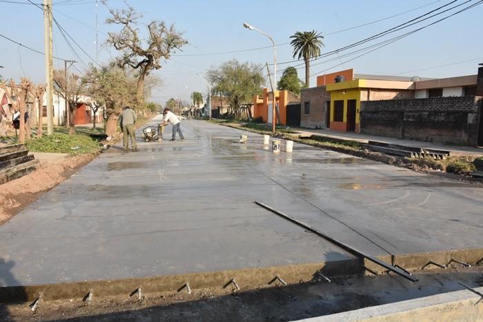EL MUNICIPIO CONSTRUYÓ 300 METROS MÁS DE PAVIMENTO SOBRE CALLE ESPAÑA