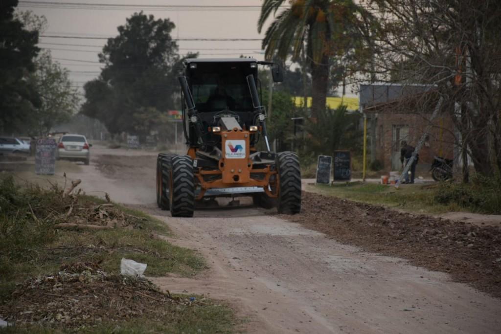 EL MUNICIPIO CONTINÚA CON LOS TRABAJOS DE LIMPIEZA DE CANALES, PERFILADO DE CALLES  Y RECOLECCIÓN DE RAMAS Y ESCOMBROS