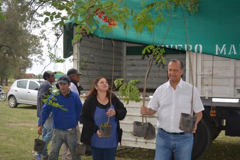 MUNICIPIO RECIBIÓ LA PRIMERA PARTIDA DE 430 PLANTINES PARA PARQUIZAR ESPACIOS PÚBLICOS DE VILLA ÁNGELA