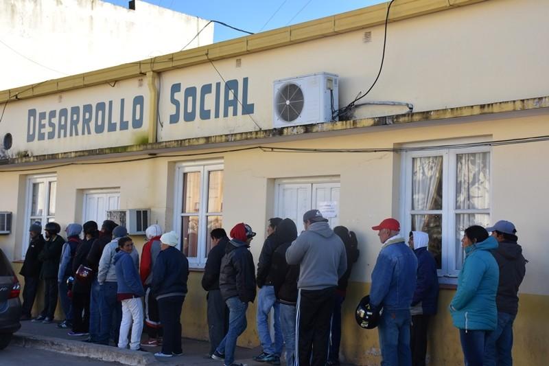 DESARROLLO SOCIAL ENTREGA BOLSINES A BENEFICIARIOS DEL PROGRAMA PARA CELÍACOS