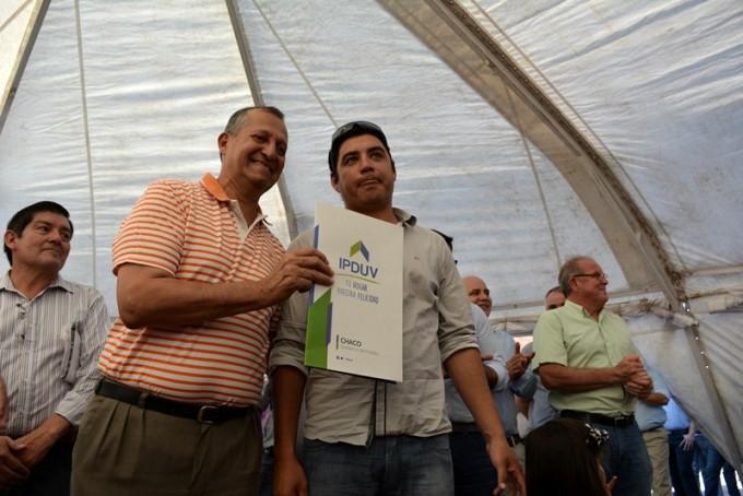 EL INTENDENTE PAPP Y EL GOBERNADOR PEPPO PARTICIPARON DE LA ENTREGA DE 25 VIVIENDAS AL SINDICATO DE EMPLEADOS VIALES