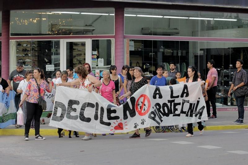 MARCHA DE CONCIENTIZACIÓN SOBRE EL USO RACIONAL DE LA PIROTECNIA EN VILLA ÁNGELA