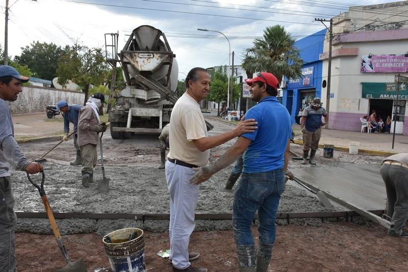 PAPP SUPERVISÓ BACHEO EN LA ESQUINA DE LAS CALLES BALCARCE Y MITRE