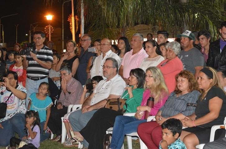 EN EL ENCENDIDO DE LUCES DEL ÁRBOL NAVIDEÑO, SE INVITÓ A LA COMUNIDAD A SEGUIR EL BUEN CAMINO DE LA HONESTIDAD
