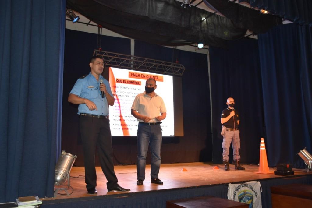 LA MUNICIPALIDAD ORGANIZÓ UNA CAPACITACIÓN DE SEGURIDAD VIAL