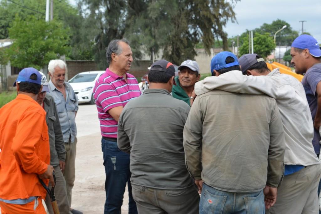 EL MUNICIPIO CONTINÚA EL ALCANTARILLADO EN CALLE MONTEAGUDO
