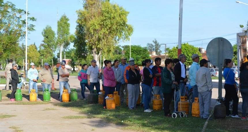 EL MUNICIPIO COORDINÓ EL PROGRAMA HOGAR GARRAFA DE 10 KG. EN BARRIO 279 VIVIENDAS