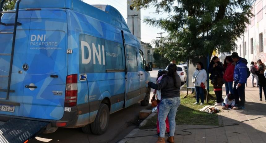 EL MUNICIPIO COORDINÓ LA VISITA DEL CAMIÓN DE RENAPER