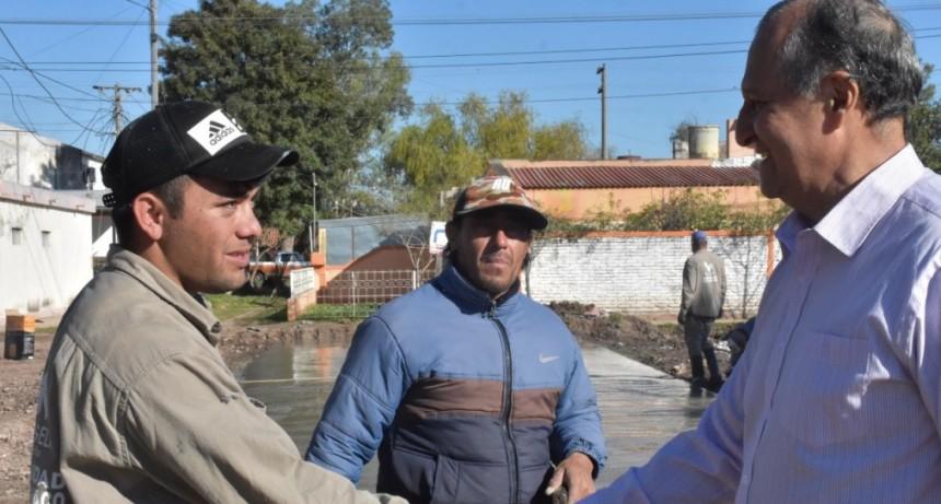"""""""ESTAMOS HACIENDO EL PAVIMENTO DEL BARRIO SAN CAYETANO EN UN BUEN TIEMPO"""""""