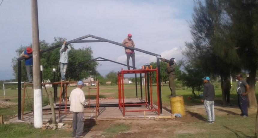 MUNICIPIO COLABORA CON LA CONSTRUCCIÓN DE UN QUINCHO PARA EL BARRIO 90 VIV.