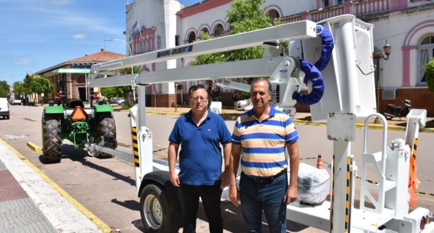 EL MUNICIPIO DE VILLA ÁNGELA ADQUIRIÓ CON FONDOS PROPIOS UNA ELEVADORA HIDRÁULICA